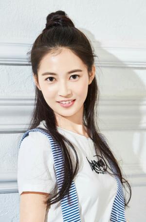 陈钰琪可爱甜美丸子头写真图片