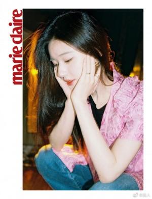 赵露思粉色褶皱衬衣甜美俏皮写真图片