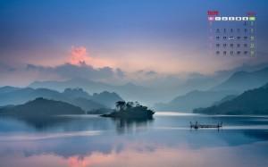 2020年5月安静湖泊的唯美倒影日历壁纸