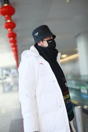雷佳音亮相上海机场