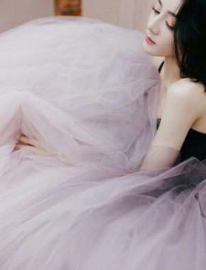 迪丽热巴紫藤色公主蓬蓬裙高贵优雅写真图片