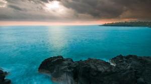 岛屿湖泊绝美风景图片桌面壁纸