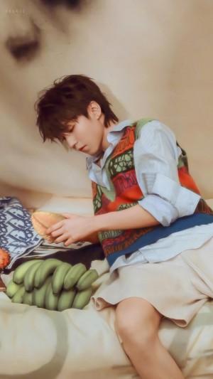 干净男孩王俊凯休闲时髦迷人写真
