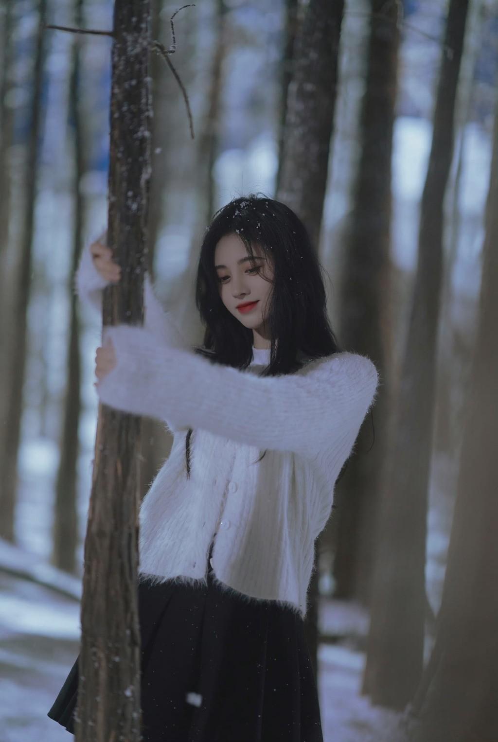 鞠婧祎雪地氛围感写真