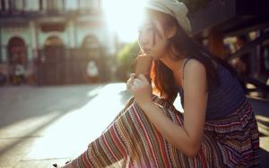 阳光里的集市姑娘写真