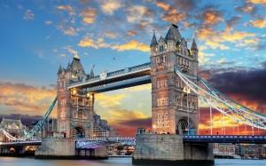 壮观的开悬索桥—伦敦塔桥