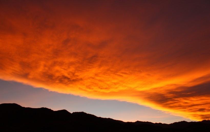 绚丽多彩的天边火烧云