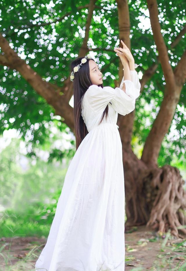 森林仙子美背白皙诱人写真