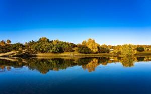 秋意盎然的公主湖唯美景色