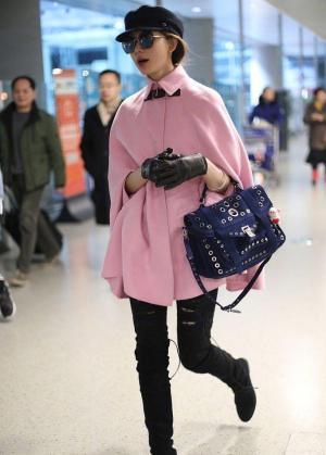 林志玲粉色大衣配墨镜优雅性感机场街拍图片