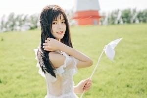 镂空蕾丝裙美少女户外阳光写真