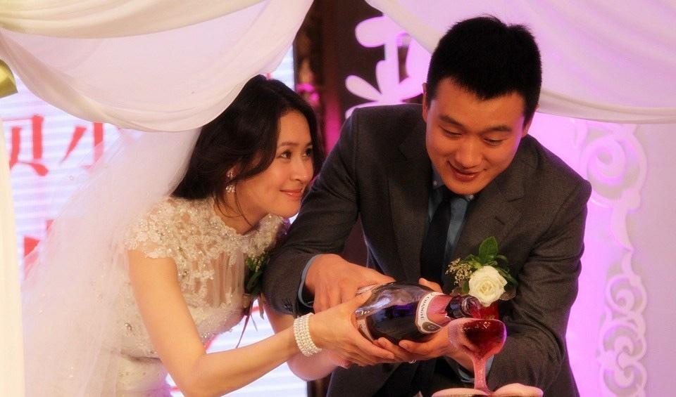 《门第》美女明星于明加与佟大为婚纱照写真大片