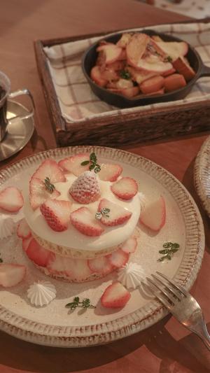 香甜松软的草莓蛋糕
