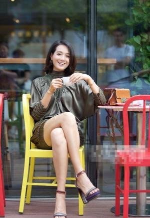 长腿美女朱丹时尚街拍美翻天
