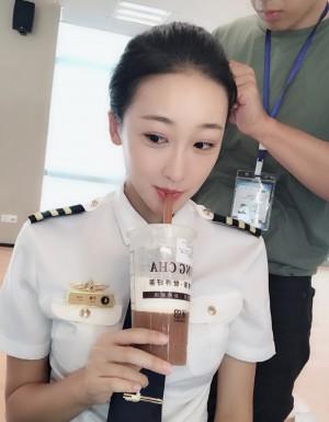 许潇晗制服照率性图片