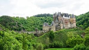 壮丽爱尔茨城堡图片