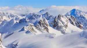 洁白雪山壮观高清桌面壁纸