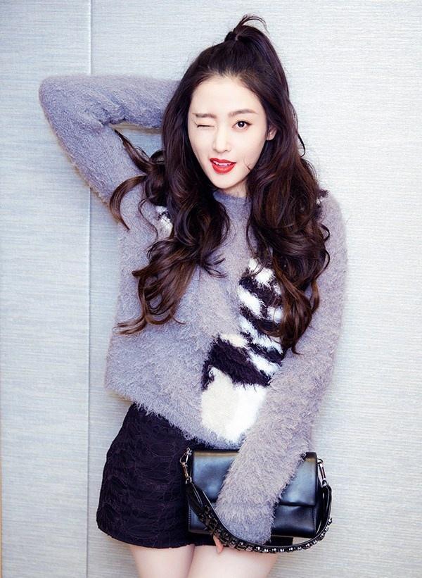 俏皮可爱张天爱 上海出席活动大秀美腿