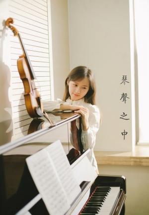 弹钢琴甜涩淑女安静唯美写真