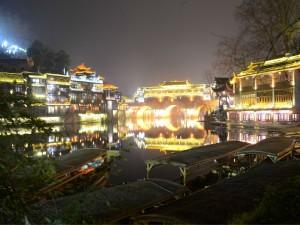 夜色下璀璨的湘西凤凰古镇