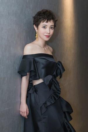 郭采洁黑色礼服优雅十足的魅力图片