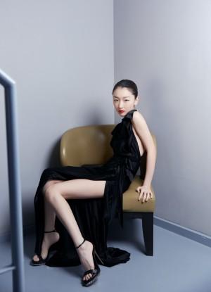 周冬雨黑色长裙性感魅力气质图片壁纸