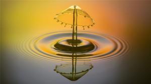 飛濺的水滴微距高清桌面壁紙