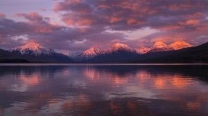 麦当劳湖绝美冰川高清桌面壁纸