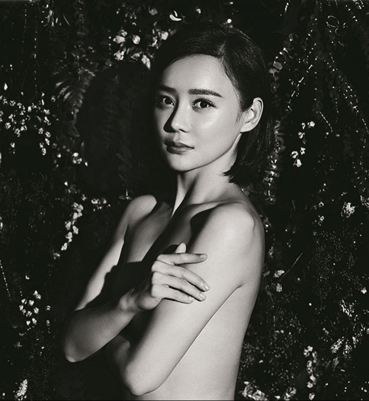 美女明星袁姗姗半裸助阵公益杂志写真