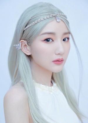毛晓彤精灵公主甜美造型