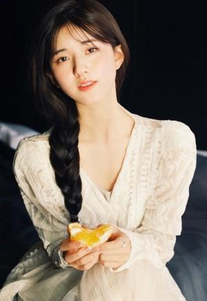 赵露思蕾丝白裙气质写真图片