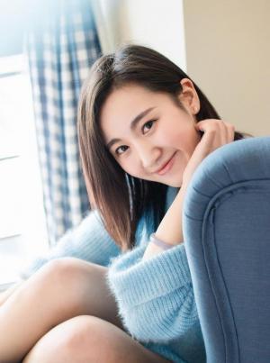 蓝色毛衣笑容美好纯真的16岁美少女图片