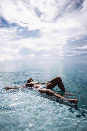 海边的泳池