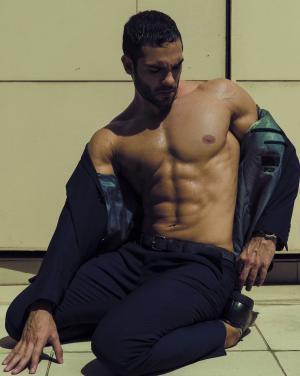 壮硕型肌肉男