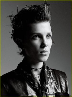 米莉·博比·布朗板寸头黑白摇滚风酷帅写真