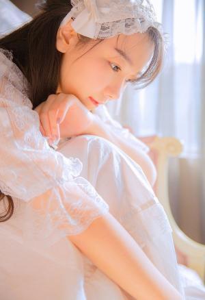 纯白蕾丝套装裙清纯粉嫩少女私房照