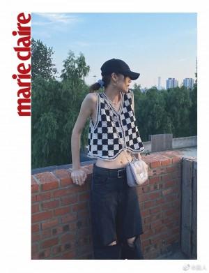 刘雯黑白棋盘马甲酷感时尚写真图片