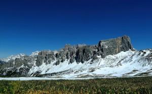 意大利峻峭山脈秀麗風光美景