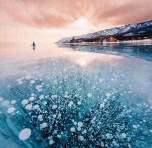 贝加尔湖的气泡冰