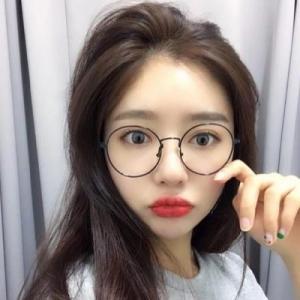 清纯女生戴眼镜的微信头像图片
