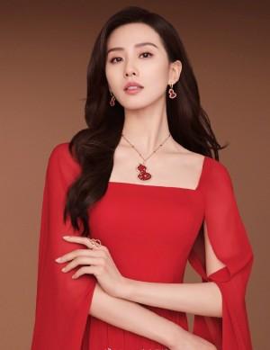 刘诗诗开年红裙迷人写真