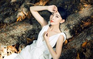 美女刘威葳最新时尚大片淡雅写真