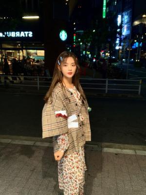 98年人气流量女星杨超越甜美日本旅拍照