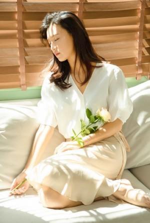 傅晶白衬衫优雅写真图片