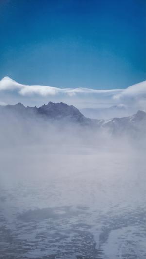 长白山烟雾缭绕朦胧风光