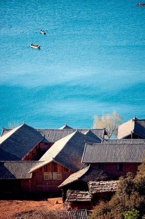 泸沽湖那令人心动的蓝