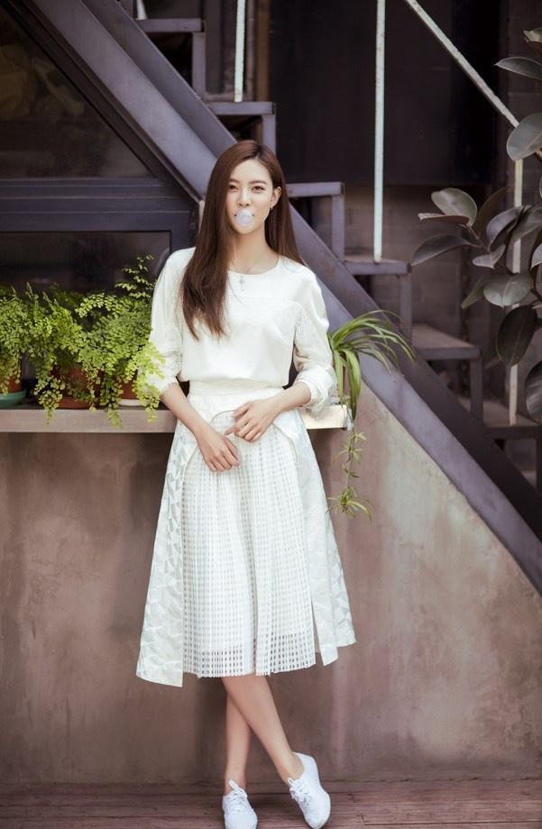 宋妍霏纯美时尚写真