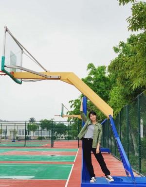 李欣燃校园风甜美写真