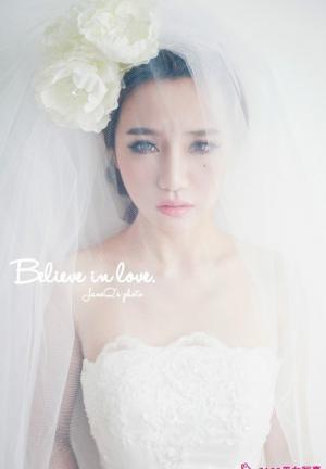 超水嫩妹子正式要做可爱新娘写真