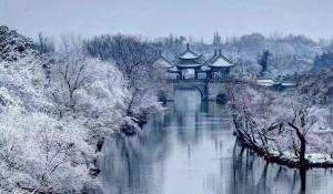 江苏扬州瘦西湖唯美冬日雪景图片